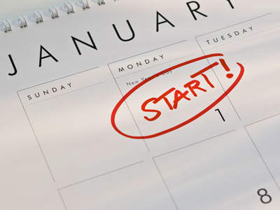 "Calendar with January 1st circled in red with the text ""Start!"""